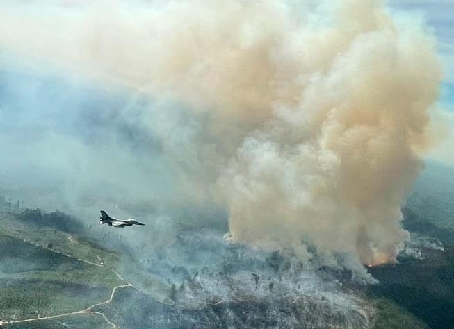 F-16 Temukan Titik Api di Koto Tuo Kampar
