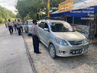 Ratusan Kendaraan Diputar Balik di Perbatasan Riau-Sumbar