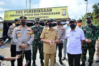 Gubri Tinjau Pos Larangan Mudik di Perbatasan Riau-Sumbar