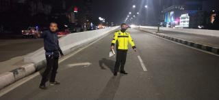 Pemotor Terkapar, Usai Tabrak Pembatas Jalan Fly Over