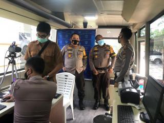 Wakapolres Kuansing Tinjau Pelayanan Perpanjangan SIM Khusus Nakes