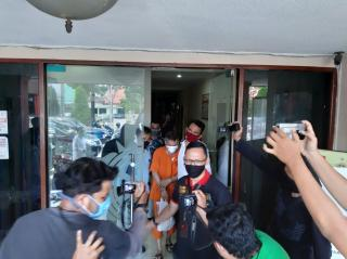 Jalani Tahap Dua, Wakil Bupati Bengkalis Non Aktif Diserahkan ke Jaksa