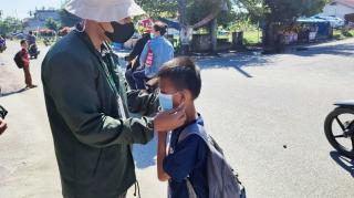 KKN Umri di Tengah Pandemi: Berbagi Masker dan Edukasi Prokes