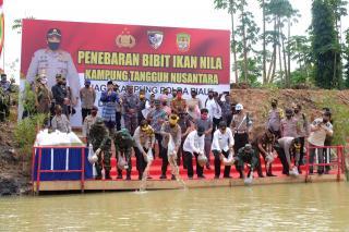 Kabaharkam Puji Program Jaga Kampung Polda Riau