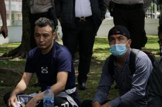 Cari Perhatian Jokowi dan Syamsuar, Imigran Jahit Mulut