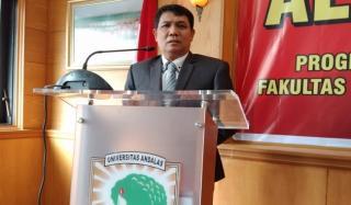Pertahankan Disertasi tentang Covernote, Notaris Ali Arben Sandang Gelar Doktor dari FH Unand