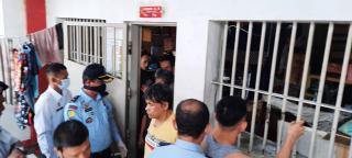 Razia Lapas, Petugas Temukan Benda Mengejutkan di Kamar Warga Binaan